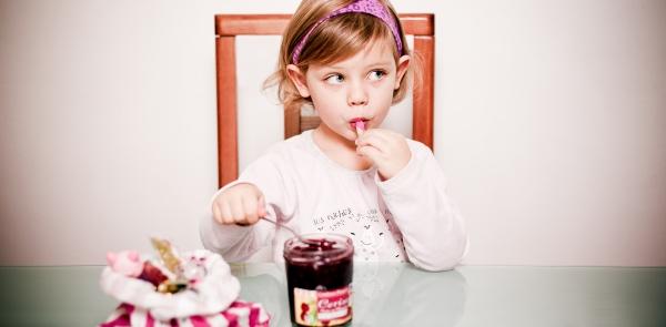 gourmande petite fille confiture goûter chocolat