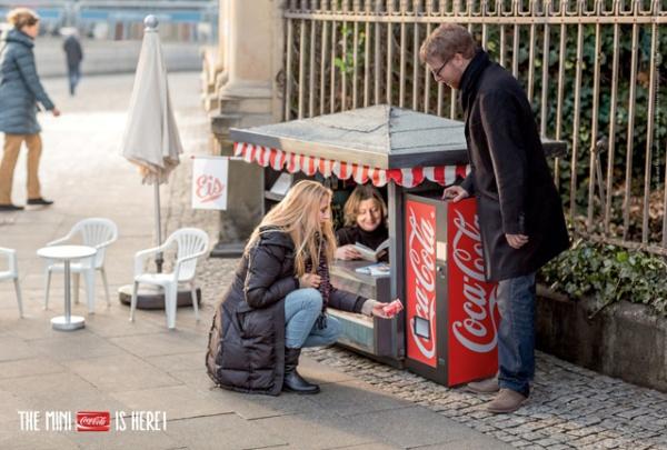 mini-Coca-Cola-mini-kiosque-street-marketing-1