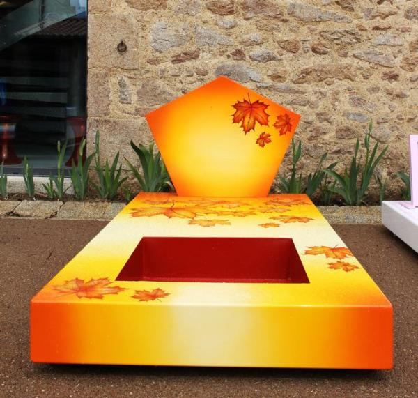 fer-tombal-automne-pierre-tombal-automne-funeral-concept-L