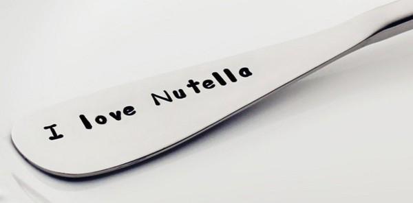 nutella tartine pot petit déjeuner enthousiasme rveille ferrero couteau assiette