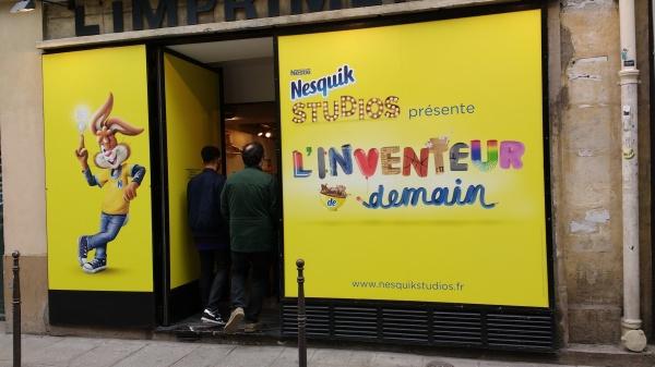 Nesquik chocolat pop-up galerie ephemere art artistes boites lait poudre